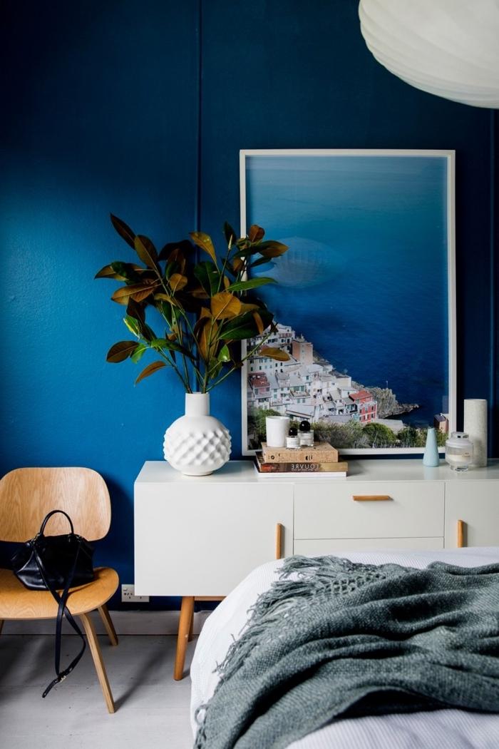 schöne wandfarben, schlafzimmer dekorieren, weißer schrank, großes bild