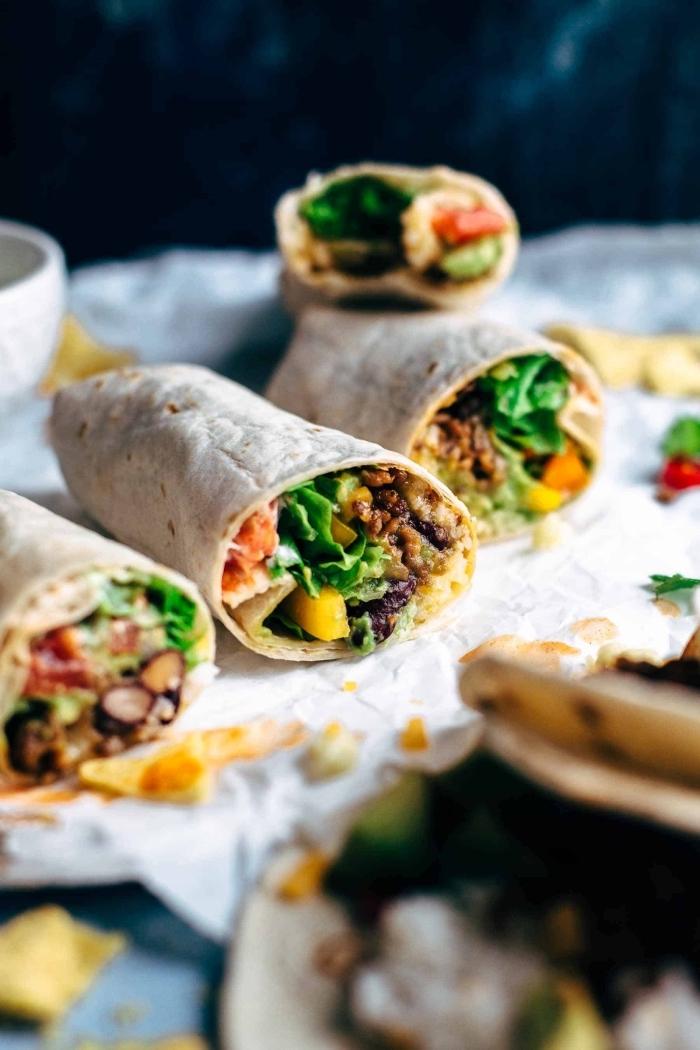 tortillas selber machen, picknick essen ideen, wraps mit hackfleisch und gemüse