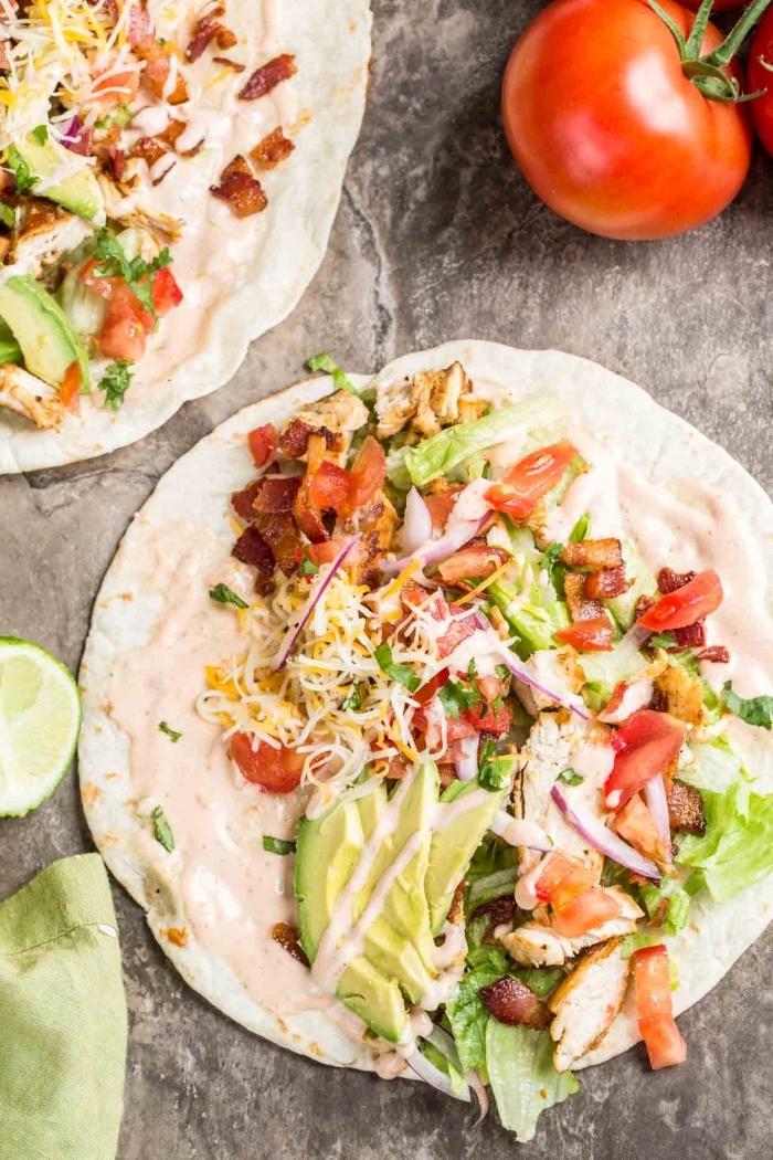tortillas selber machen, gesund essen, wraps mit käse, tomaten, avocado und kraut