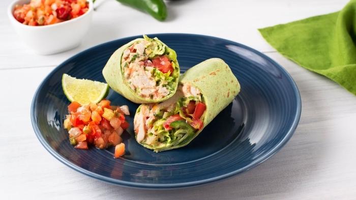 tortillas selber machen, low carb wraps mit hänchenbrust, tomaten salaza und avocadopüree