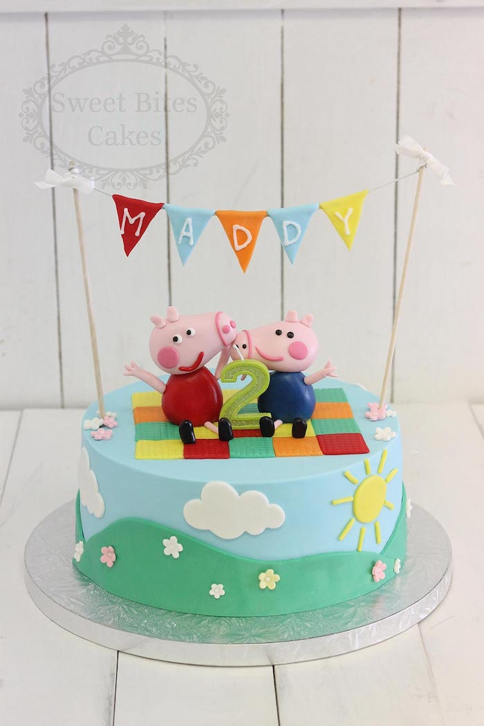 Kuchen für Kindergeburtstag mit Peppa Wutz und Schorsch, Name des Geburtstagskindes an Girlande