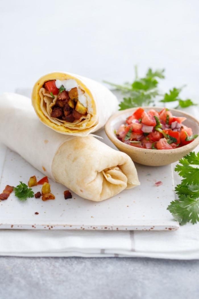 tortilla wraps rezept, einfache und schnelle mittagessen rzeepte, esssen fürs büro, tomaten salza