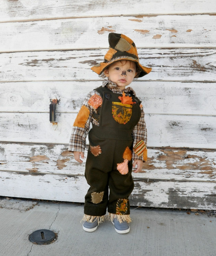 Faschingskostüm Kleinkind, Vogelscheuche Kostüm mit Flicken, Latzhose in braun, kariertes Hemd