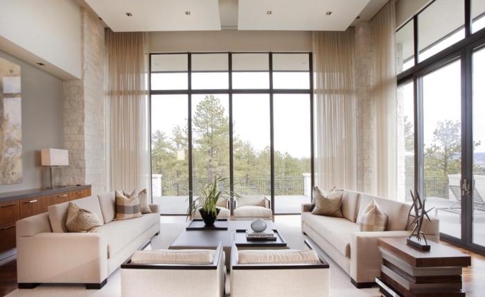 wandfarbe cappuccino, wohnzimmer gestalten, zimmer farben 2020, sitzplatz schaffen, naturfarben