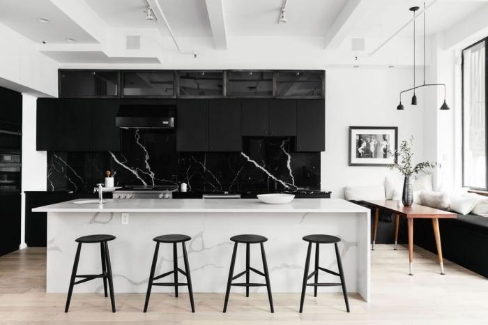 wandfarben trends wohnzimmer, kücheneinrichtung in schwarz und weiß, insel aus marmor