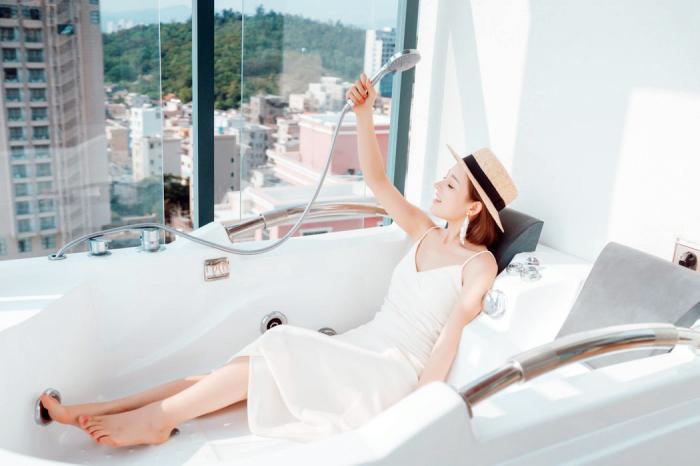 whirlpool badewanne, badmöbel ideen, badezimmer einrichten, whirpoolwanne kaufen