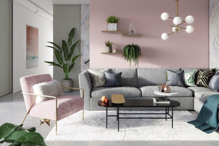 Welche Farbe passt zu rosa, couch in grauer Farbe und bunte Kissen, Sessel in altrosa, grüne Pflanzen