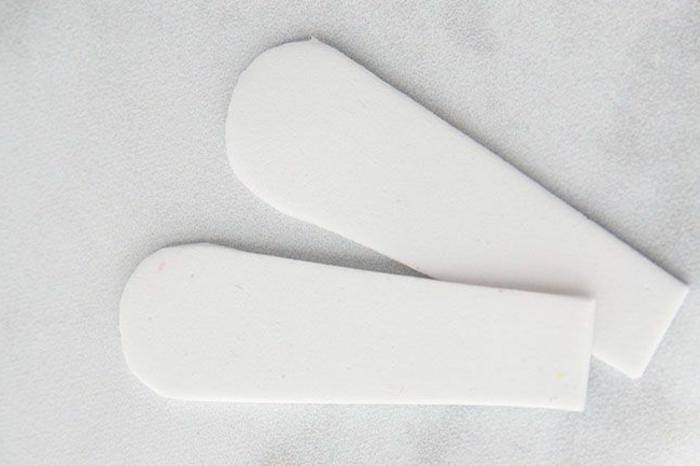 Ohren für Osterhase aus Schaumstoff basteln, Upcycling von alten Eierkartons, DIY Anleitung, Schritt für Schritt, Pinterest Osterdeko