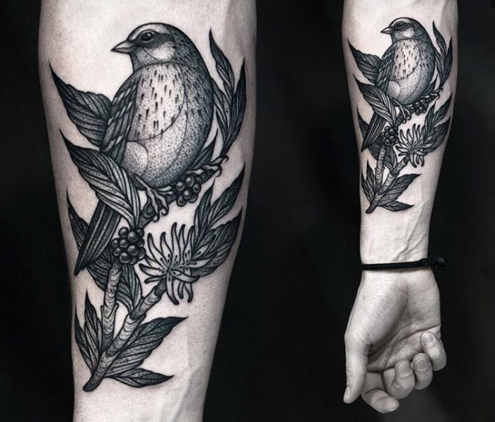 arm tattoo mann, blackwork tätowierung, vogel am zweig mit beeren und blüten