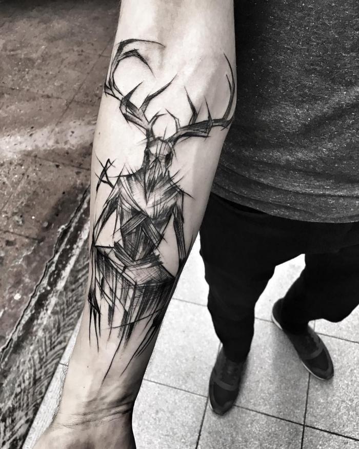 arm tattoo mann, die besten ideen, blavkwork tätoweirung, dämon am arm
