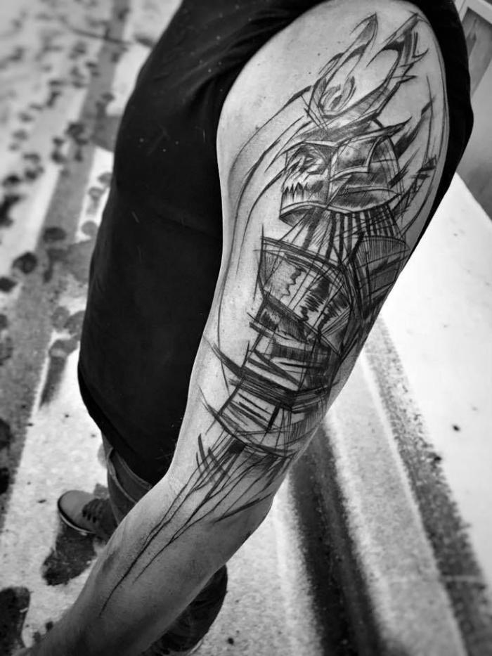 arm tattoo mann, große tätowierung mit samurai als motiv, blackwork