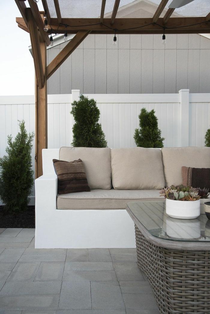 beton ideen für den Garten, Gestaltung mit Pergola, Sichtschutz aus Holz bemalt in weiß, pinterest Garten, moderne Einrichtung vom Garten