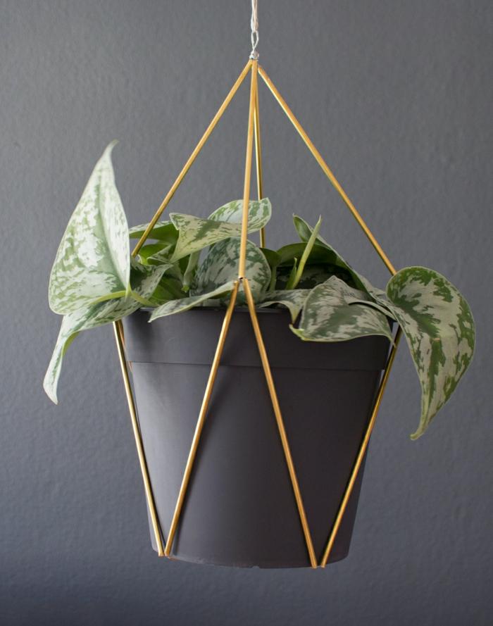 DIY Projekt für hängenden Pflanzer aus Messingrohre, deko Ideen selber machen Garten, originelle ideen gartengestaltung