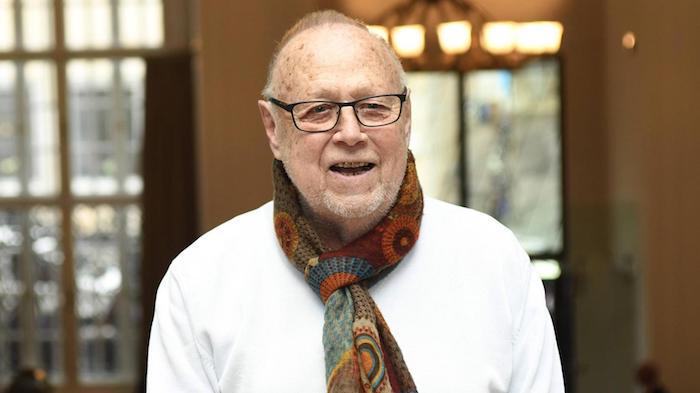 alter mann mit schwarzer brille und weioem bart, der deutsche filmemacher joseph vilsmaier ist gestorben