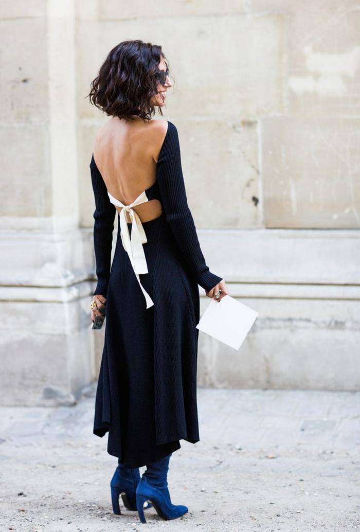 Elegante Frau im langen schwarzen schulterfreien Kleid mit weißer Schleife, Kurze Frisuren Frauen, blaue Stiefel