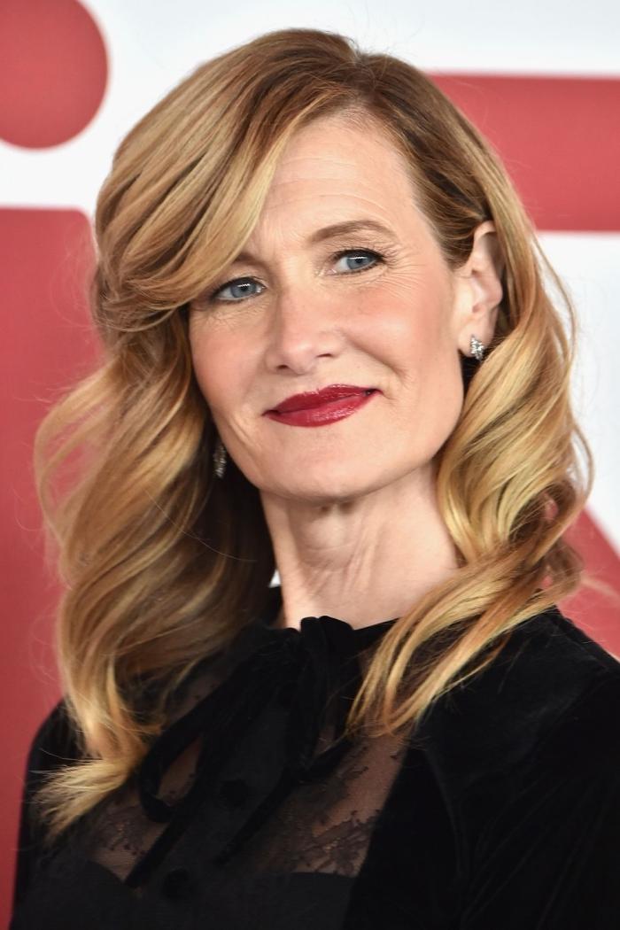 frisuren rundes gesicht, dunkelblonde haare mit dunklem ansatz, make up mit roten lippenstift