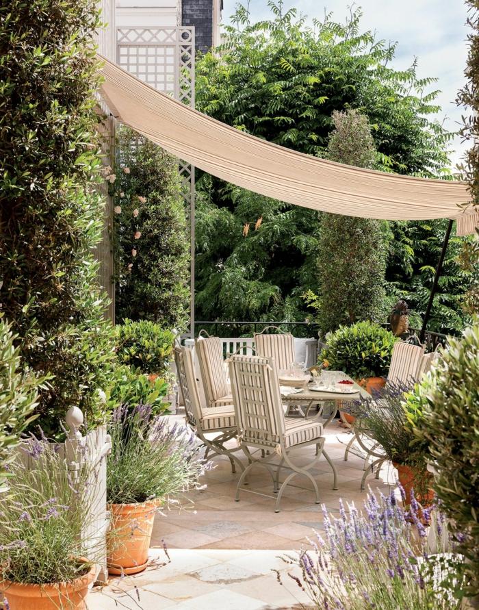 Deko Ideen Garten, Sichtschutz Garten Ideen selber machen, pinterest Garten, große grüne Bäume