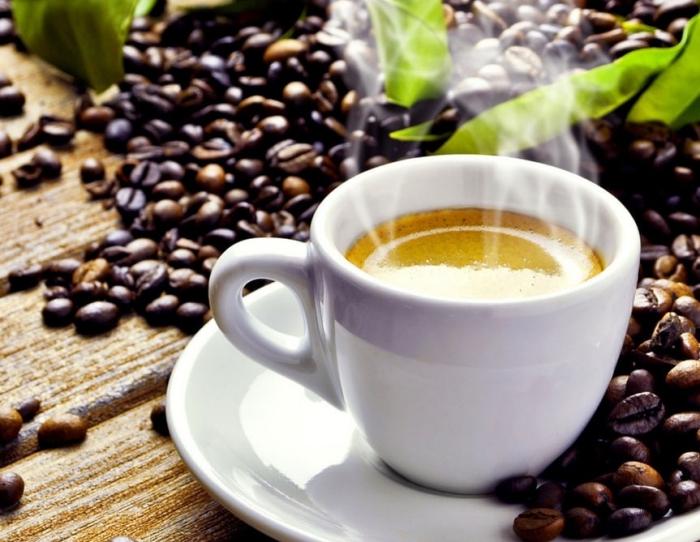 heimittel aus der natur, kaffee mit zitronensaft gegen kopfschmerzen und migräna