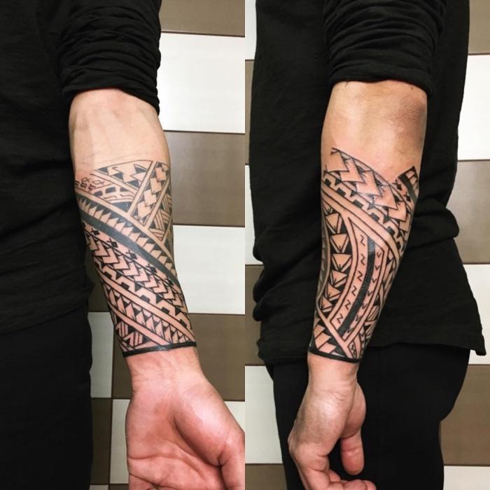 herren tattoo ideen, geometrische elemene, blackwork tätowierung am unterarm, kämpfer