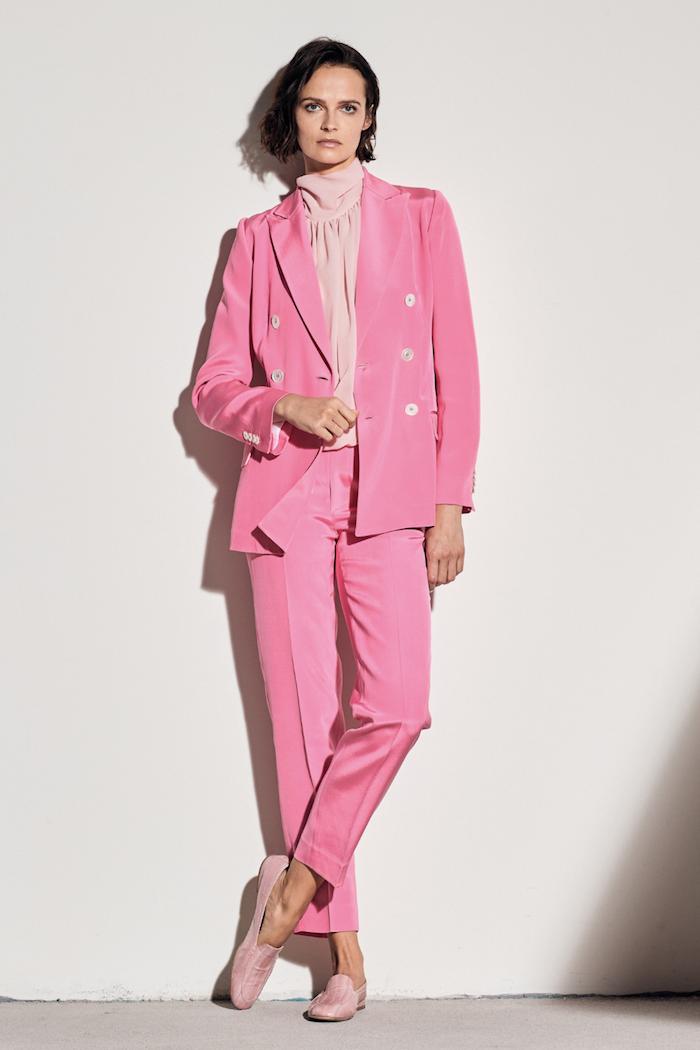 Hosenanzug in Rosa, Modetrends Frühjahr 2020, gerade geschnittene Hose, klassischer Blazer