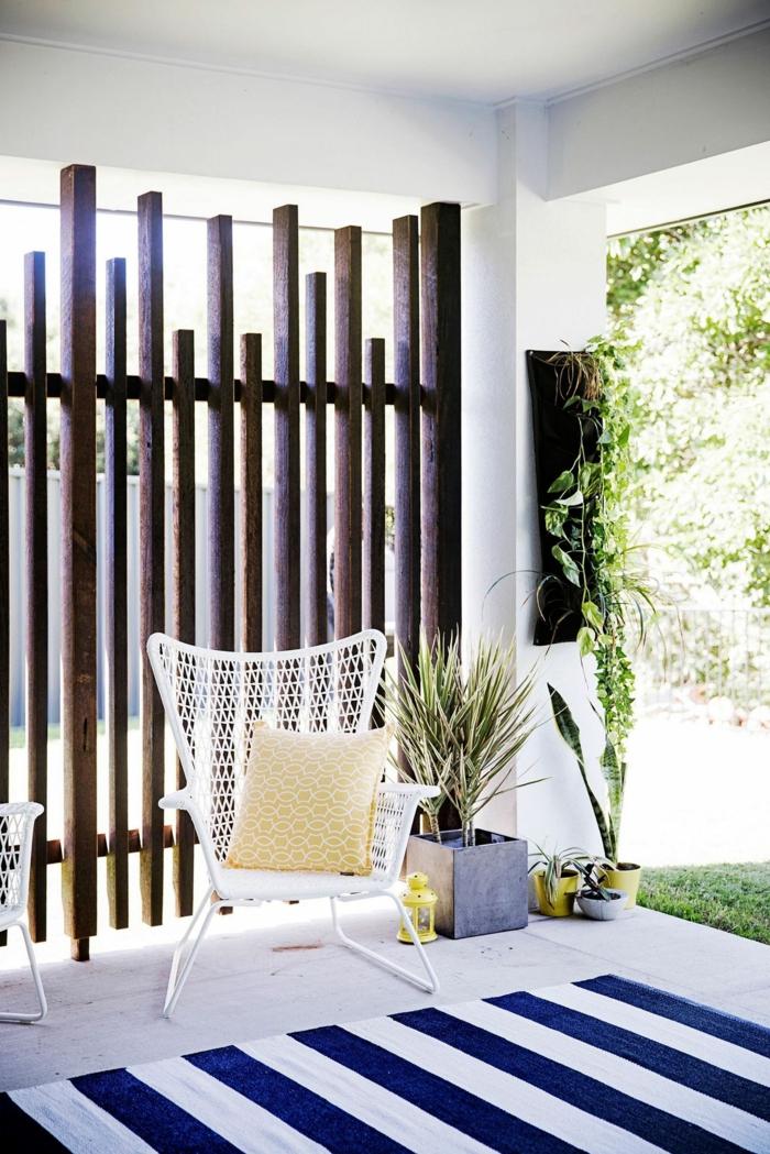 Sichtschutz Garten Ideen selber machen, Gartendeko aus Holz, modern Einrichtung von einem Garten und angesagte Möbel