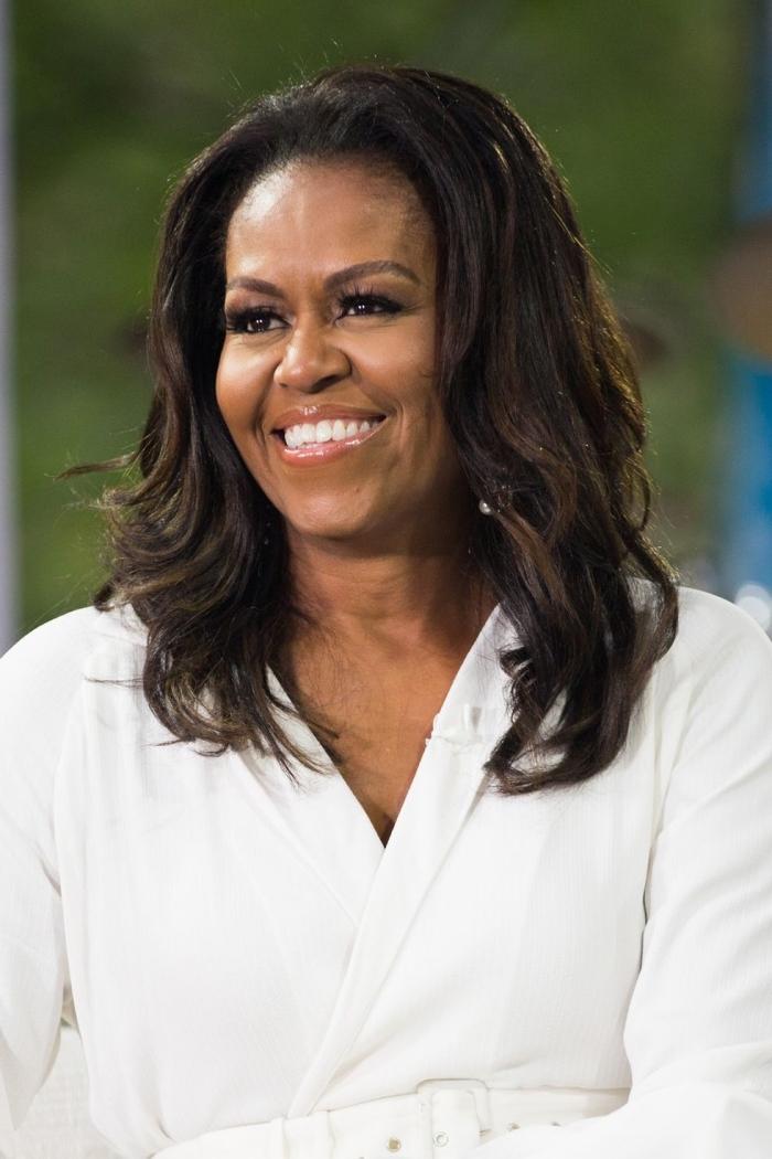 michelle obama, kurzhaafrisuren frauen ab 50, trandige haarschnitte für ältere frauen