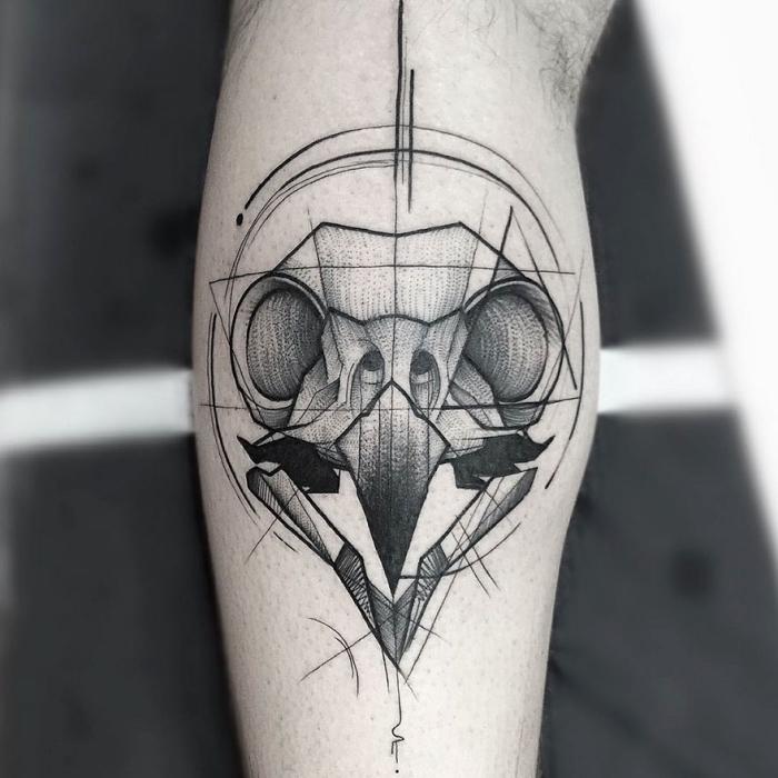 männer tattoo arm, bogelkopf in kombination mit geoemtrischen linien