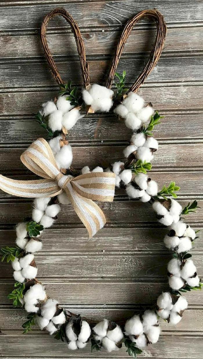 Osterdekoration Kranz zu Ostern in Form eines Hasen aus Baumwollblumen, Osterdeko basteln aus Naturmaterialien