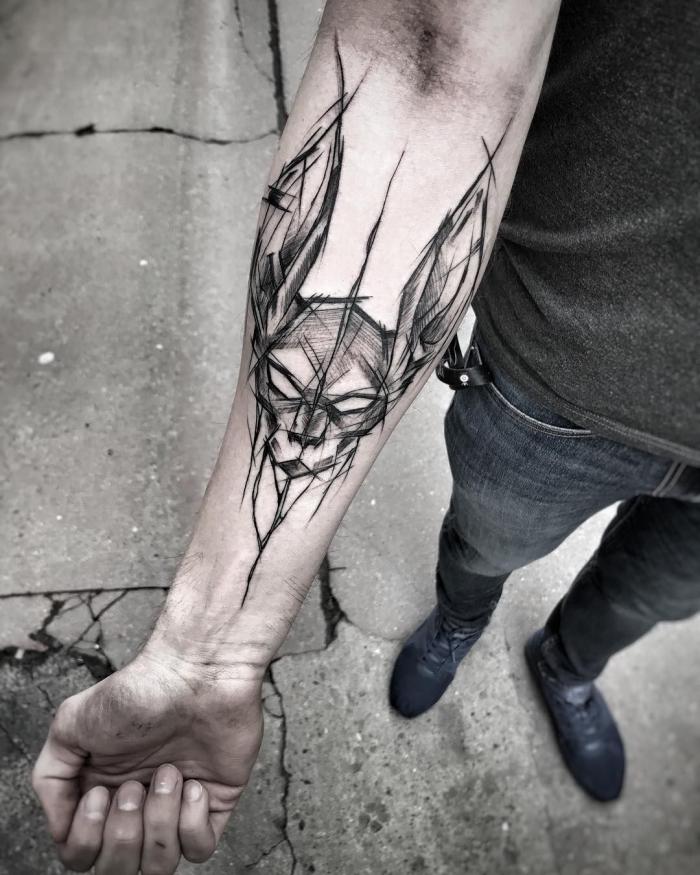 tattoo ideen männer, schwarz graue tätowierung am unterarm, katze mit langne ohren