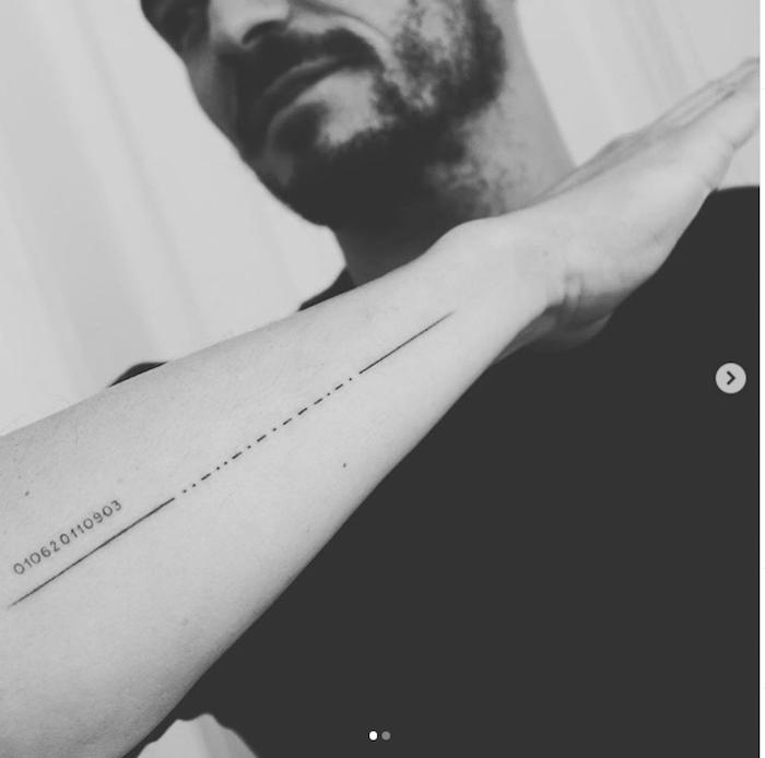 mann mit bart, das neue tattoo des schauspielers orlando bloomn mit den namen seines sohns flynn,