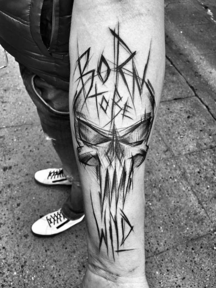 tattoo unterarm mann, schwarz graue tätowierung am arm, born to be free