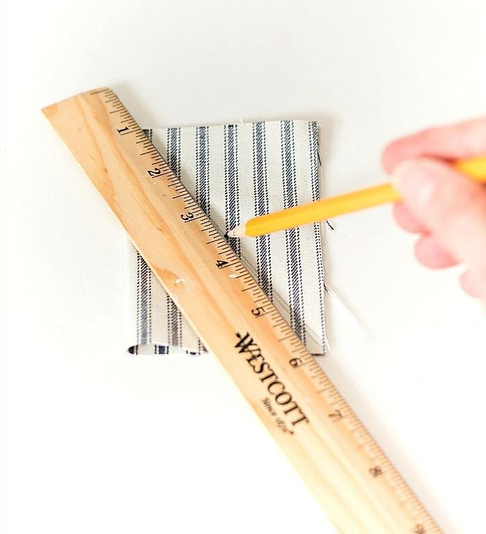 DIY Anleitung für Fahne für Segelboot aus Treibholz, deko maritim, zeichnen mit Lineal und Bleistift auf Fahne