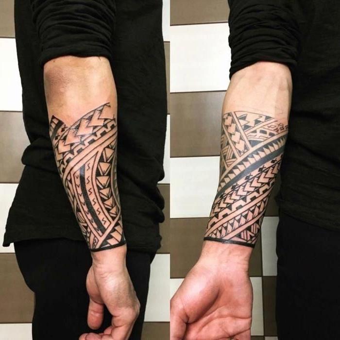 tribal tattoo arm, detaillierte blackwork tätowierung am unterarm, motive für männer