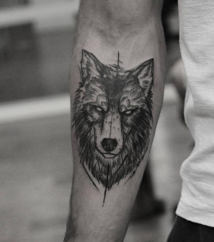 unterarm tattoo mann, wolf tätowierung am unterarm, wolfkopf in schwarz und grau, realitisch