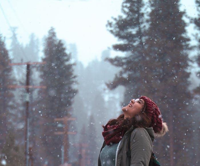 Spaziergänge sorgen für gute Laune, Winterdepression bekämpfen