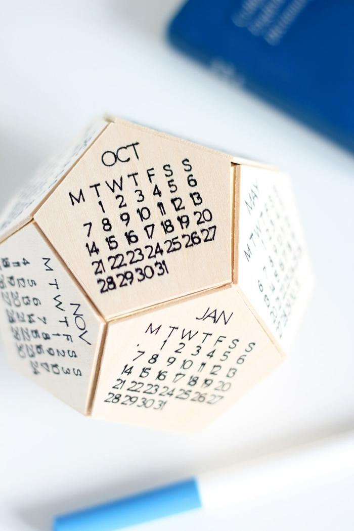 geschenke für männer zum selbermachen, 3d tischkalender aus holz, selbstgemachter holzkalender, kalender diy