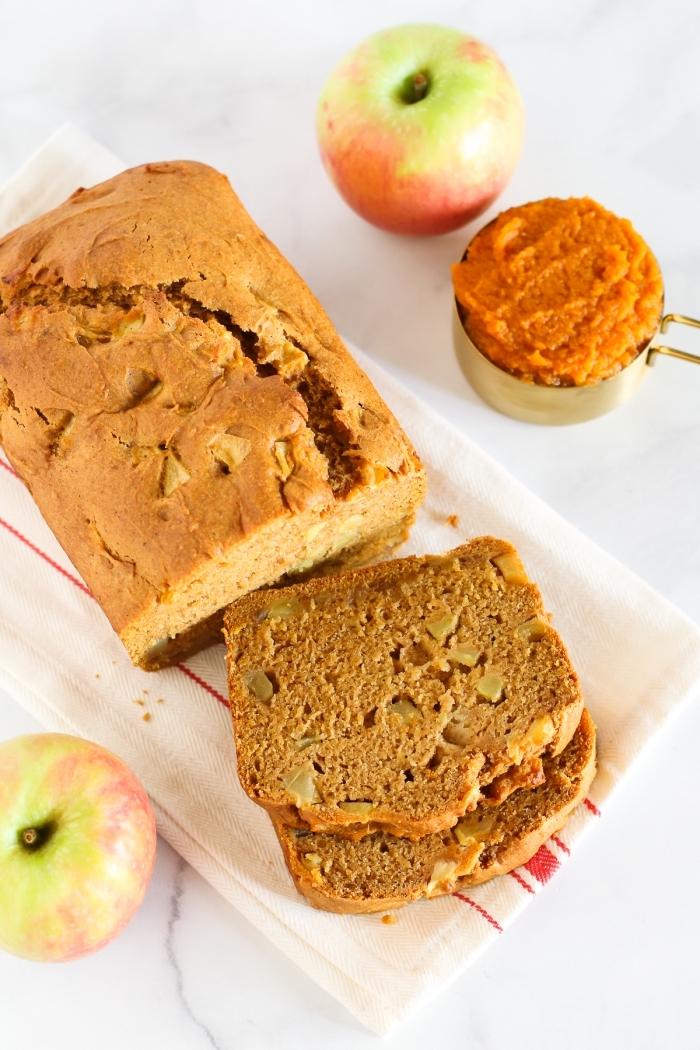 apfelkuchen ohne ei, kuchenrezepte ideen, veganer nachtisch mit äpfeln und karotten, karottenkuchen rzeept