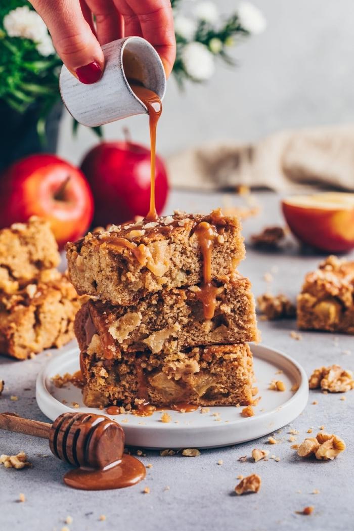 apfelkuchen ohne ei, pie cake, kuchen mit äpfeln und honig, pekannüssen und zimt