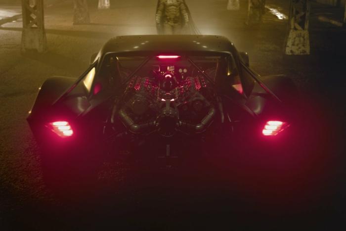 dreharbeiten zu dem film the batman von matt reeves werden wegen coronavirus pausiert, das schwarze batmobil