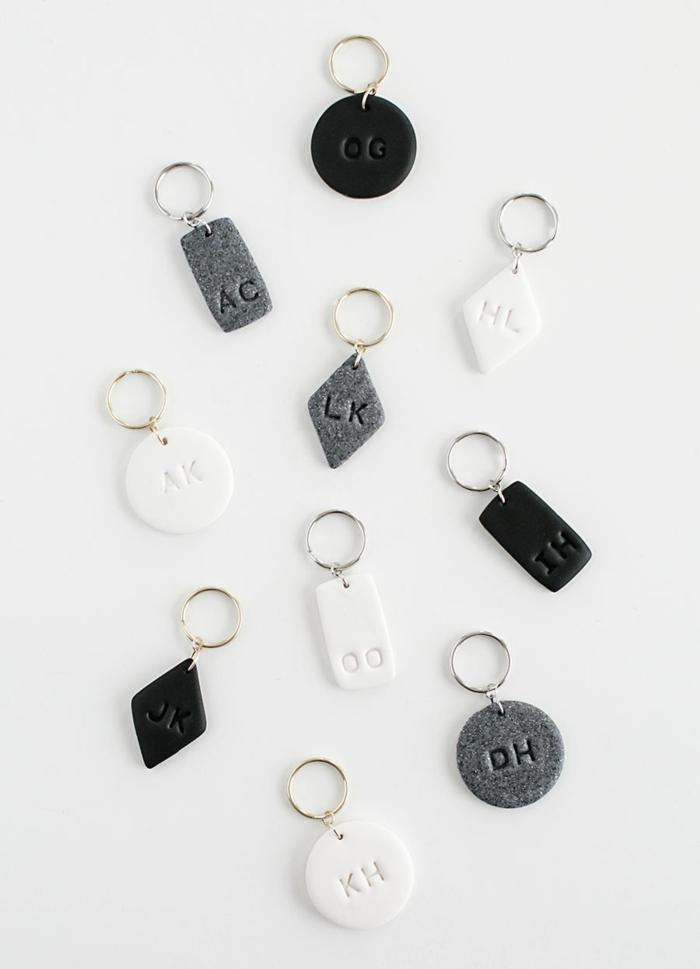 geschenke für männer zum geburtstag selber machen, diy geschenke, selbsgtemachte schlüsselanhänger mit initialen