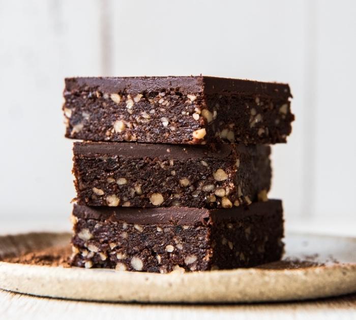 gesunder kuchen rezept, vegane bwornies mit nüssen, low carb, zuckerfrei backen