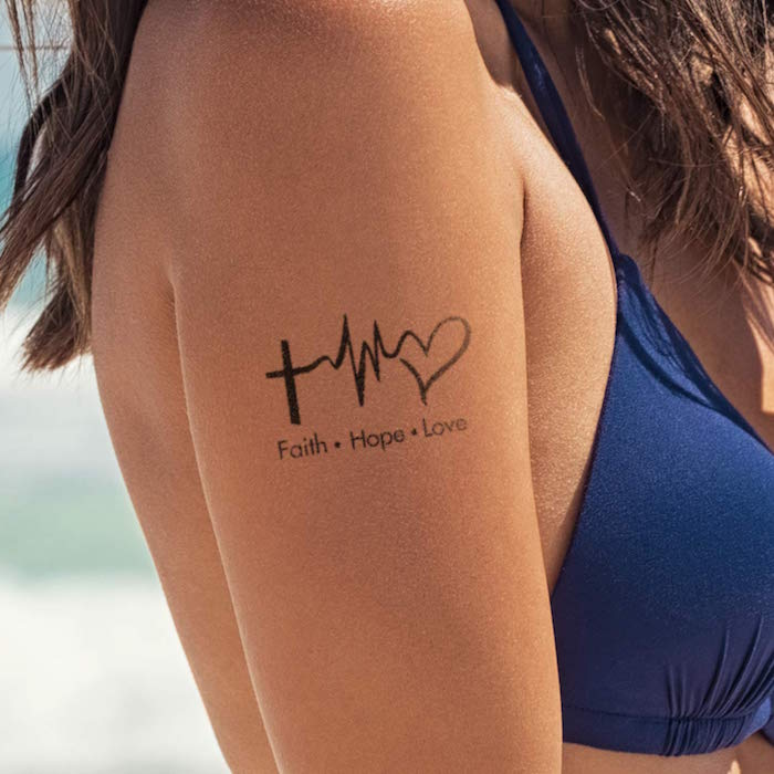 Glaube Liebe Hoffnung Tattoo am Schulter, Tattoos mit Bedeutung Ideen für Frauen