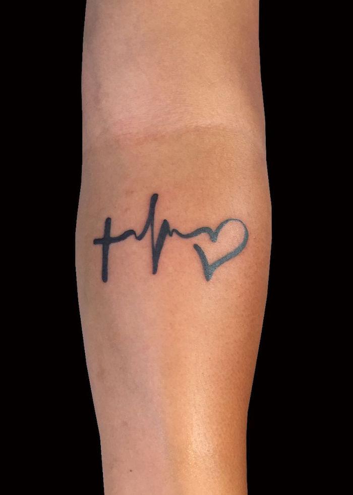 Unterarm Tattoo Glaube Liebe Hoffnung, Kreuz und Herz Tattoo