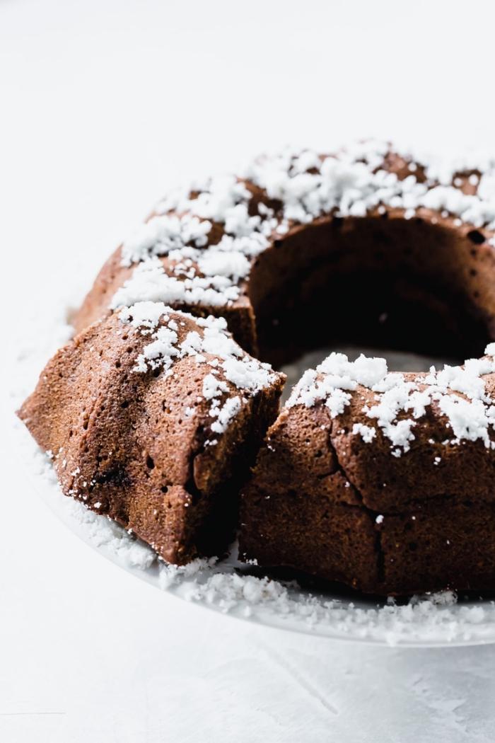gluten milch und zuckerfreie ernährung, bundt cake mit kakao und kokos, einfache zubereitungsweise