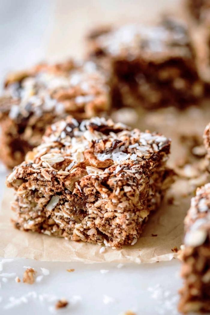 gluten milch und zuckerfreie ernährung, kuchen mit haferflocjen, nüssen und kokos, gesund essen