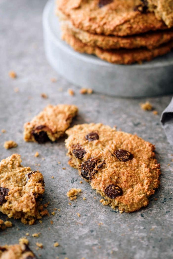 vegane Kekse aus haferflocken und Schokoladenstückchen, gluten frei, lecker gericht des tages, vegan backen