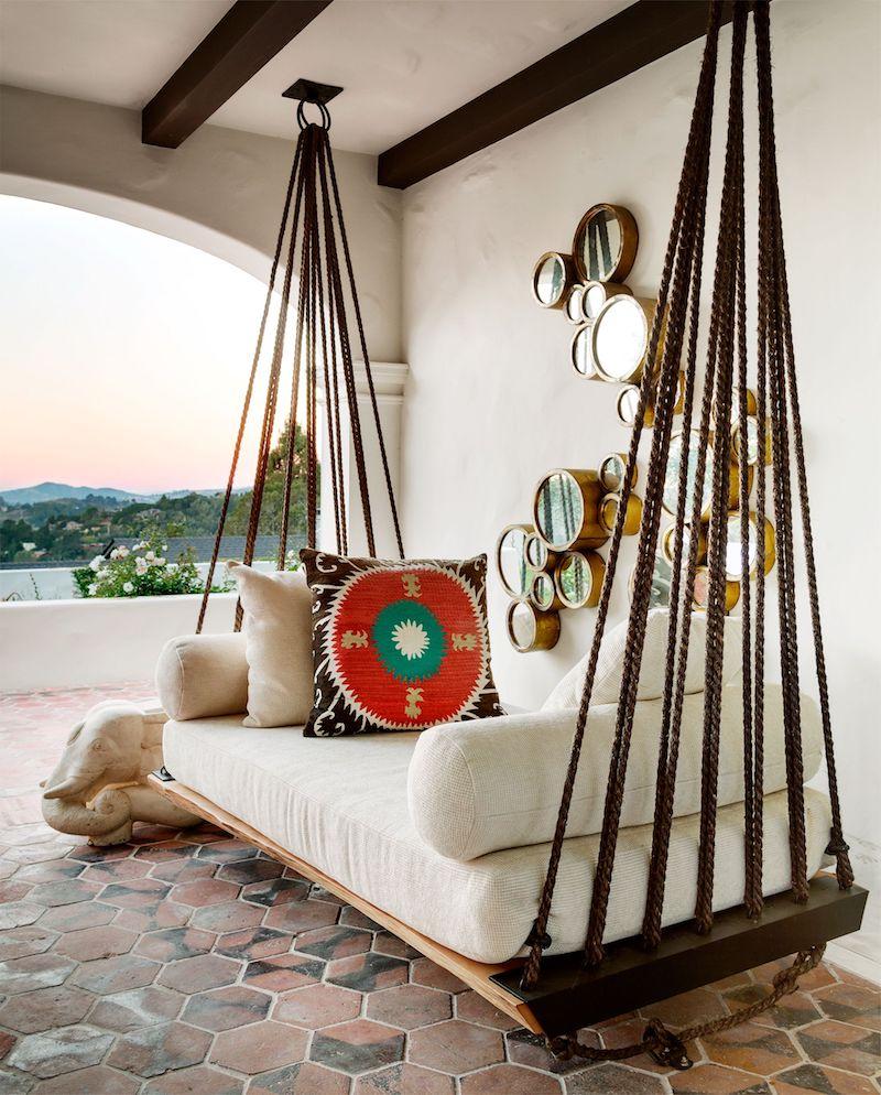 kleine spiegel an die wand große schauckel kleiner balkon deko ideen