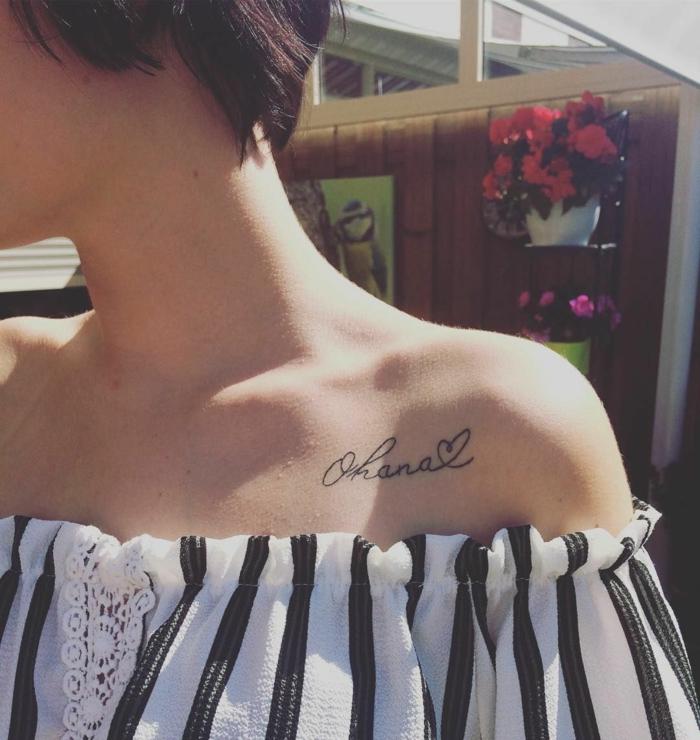kleine tattoos familie, motive mit beudetung, ohana und herz an der schulter