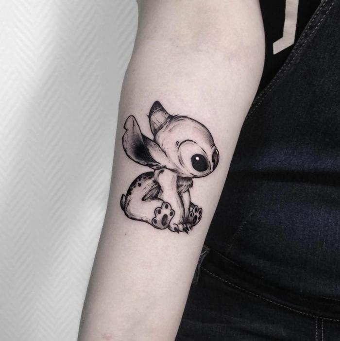 kleine tattoos familie, motive mit beudetung, stitch in schwarz und grau, süße tätowierung