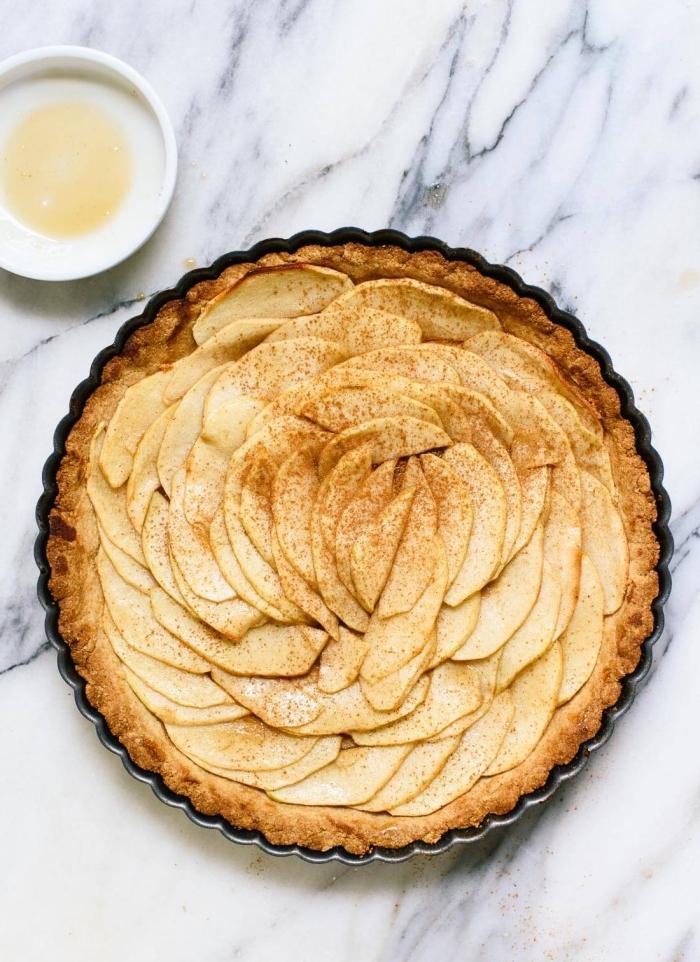 kuchen ohne mehl und zucker, apfelkuchen mit zimt und honig, vegane rezepte, apfeltarte